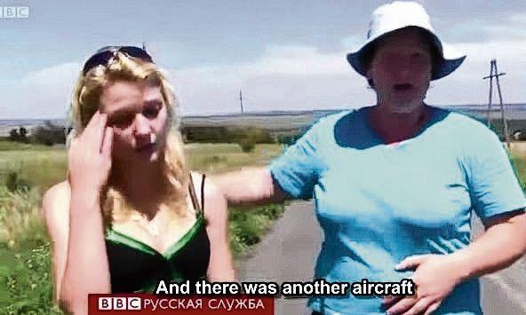 Getuigen vertellen voor de BBC dat ze militaire vliegtuigen hebben zien vliegen kort voor de MH17 werd neergeschoten.