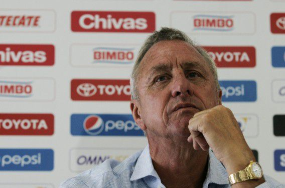 Chivas' sporting consultant Johan Cruyff attends the presentation of the club's new signings at the Valle Verde training facilities in Guadalajara June 13, 2012. Johan Cruyff, sporting consultant from Guadalajara Chivas, the most popular football club in Mexico, said on Wednesday that young people lack technique and good vision of the field, which is why they hired the experienced Marquez and Perez as reinforcements for the Apertura championship which starts on July 20. REUTERS/Alejandro Acosta (MEXICO - Tags: SPORT SOCCER)