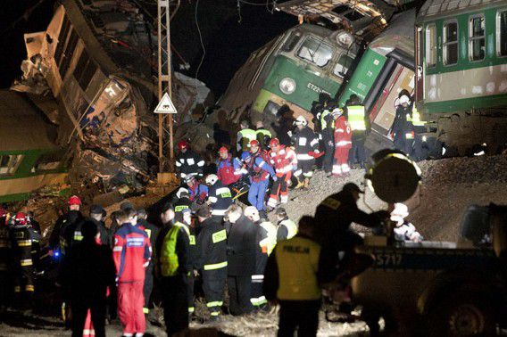 Polish emergency services evacuate the site of a train crash near the town of Szczechociny March 4, 2012. At least 14 people were killed when two passenger trains collided head-on in southern Poland late on Saturday in one of the country's worst train crashes in more than 20 years. REUTERS/Michal Legierski /EDYTOR.net (POLAND - Tags: DISASTER TRANSPORT) POLAND OUT. NO COMMERCIAL OR EDITORIAL SALES IN POLAND
