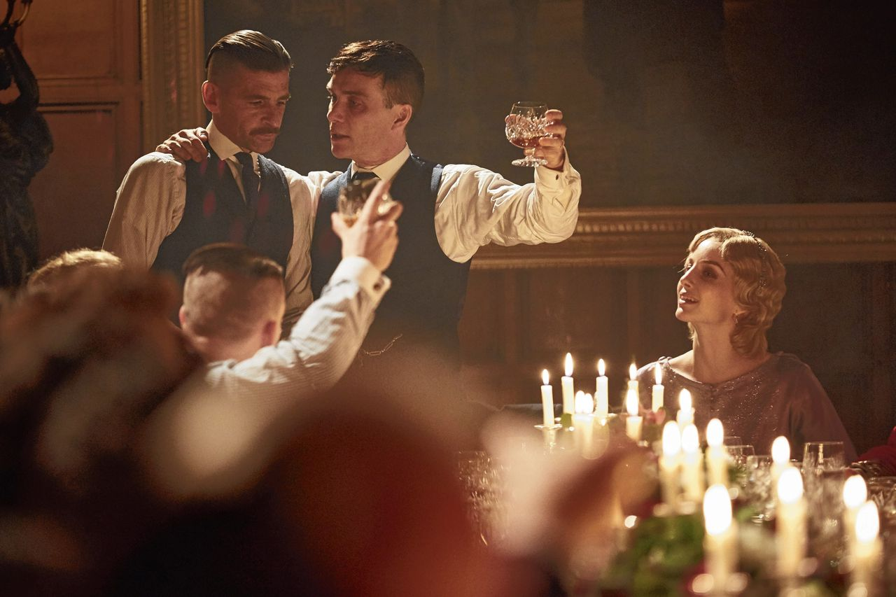 Paul Anderson, Cillian Murphy en Annabelle Wallis in Peaky Blinders.