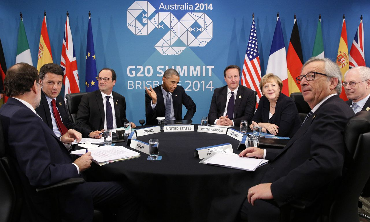 U.S. President Barack Obama (C) gestures as he meets with European leaders to discuss the situation in Ukraine, at the G20 in Brisbane November 16, 2014. Pictures are (L-R) Spanish Prime Minister Mariano Rajoy, Italian Prime Minister Matteo Renzi, French President Francois Hollande, Obama, British Prime Minister David Cameron, German Chancellor Angela Merkel, European Council President Herman Van Rompuy and European Commission President Jean-Claude Juncker. REUTERS/Kevin Lamarque (AUSTRALIA - Tags: POLITICS BUSINESS)