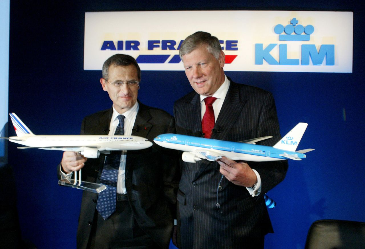 Air France Chief Executive Jean-Cyril Spinetta, left, and KLM Chief Executive Leo Van Wijk pose at a press conference in Roissy near Paris Tuesday September 30, 2003. Air France agreed to buy KLM Royal Dutch Airlines NV for 784 million euros ($913 million) in stock in Europe's largest airline takeover as growth in demand for travel slows and competition from low-cost carriers increases. Photographer: Lucas Schifres/Bloomberg News