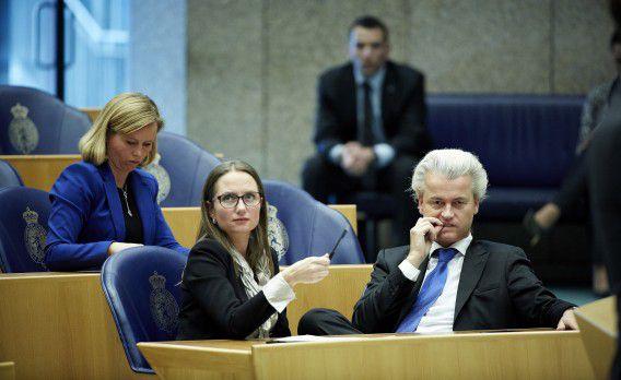 Fleur Agema en Geert Wilders vandaag tijdens het vragenuurtje in de Kamer.