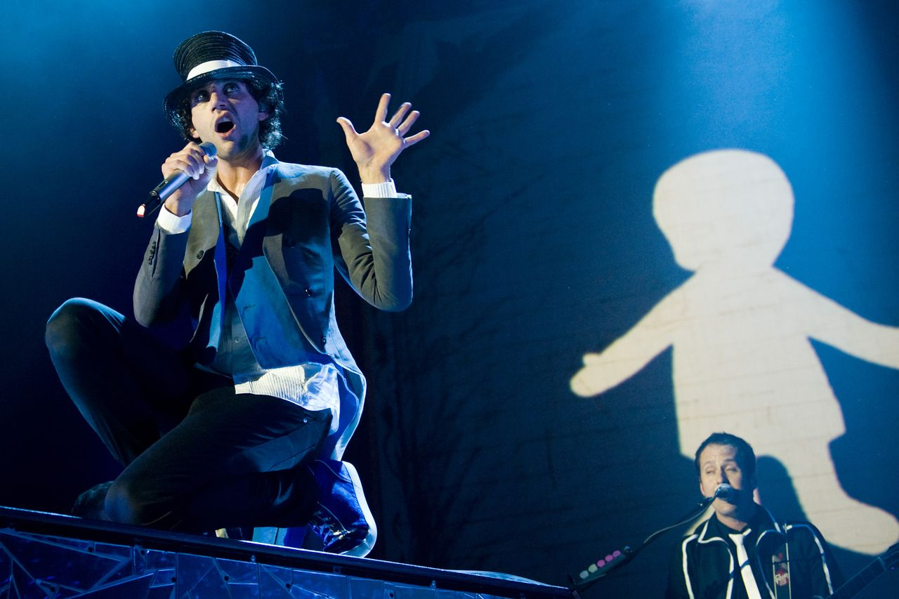 """British-Lebanese singer Mika performs on stage in Duesseldorf, western Germany on March 20, 2010. The singer-songwriter released his last album """"The Boy who knew too much"""" in September 2009 and is currently touring Europe. AFP PHOTO DDP/ JENS SCHLUETER GERMANY OUT"""
