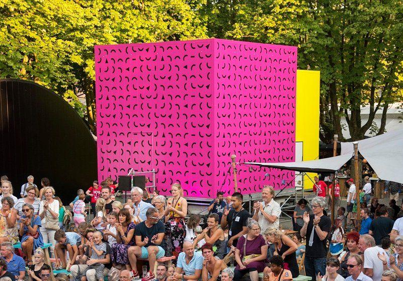 Theaterontwerper Theun Mosk ontwierp de 'Block Box', drie ruimtes waarin voorstellingen worden opgevoerd.
