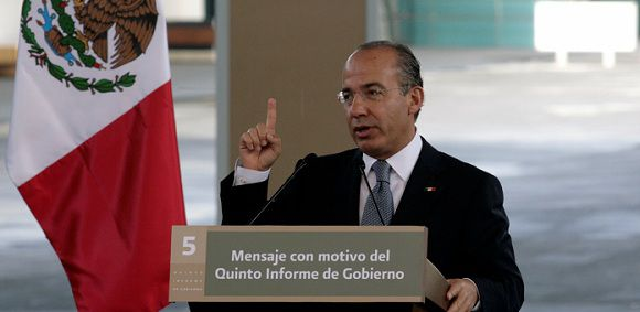 """Caption: Mexico's President Felipe Calderon addresses the audience during his fifth state of the union address in Mexico City September 2, 2011. Calderon is under growing pressure to end the violence that has killed more than 42,000 people in less than five years, and he devoted nearly half of his annual state of the nation address to rebuffing critics of his army-backed offensive. The writing on the podium reads """"Message on the fifth government report."""" REUTERS/Bernardo Montoya (MEXICO - Tags: POLITICS)"""