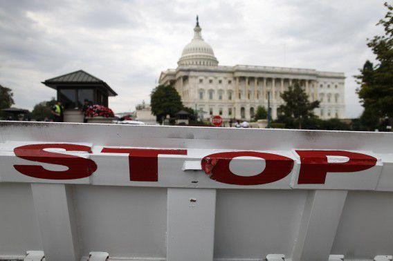 Barricade om het verkeer tegen te houden bij Capitol Hill in Washington vandaag nadat de federale overheid sloot.