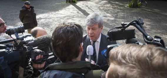 Minister van Veiligheid en Justitie Ivo Opstelten staat de pers te woord bij aankomst op het Binnenhof voor de wekelijkse ministerraad.