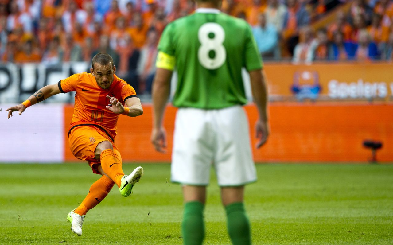 Dutch Wesley Sneijder (L) kicks the ball to score the 2-0 goal during the friendly football match between the Netherlands and Northern Ireland in Rotterdam on June 2, 2012, ahead of the EURO 2012 football championship. AFP PHOTO/ ROBIN UTRECHT