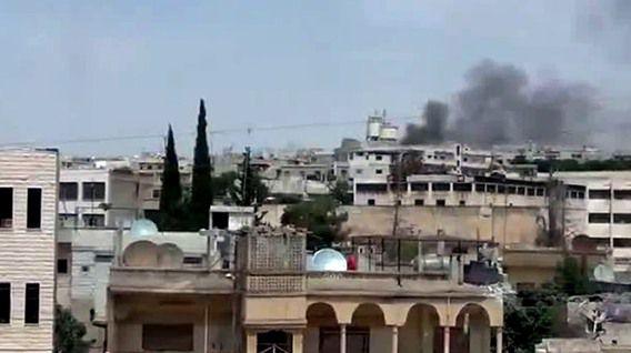 Beelden van een amateurvideo van YouTube, geüpload op 16 juni. Volgens activisten intensiveert het geweld in Homs.