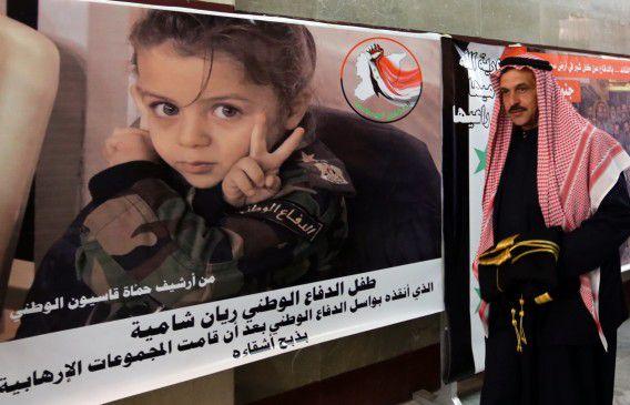 Een Syrische tribale leider arriveert voor stammencongres in Damascus om te praten over een oplossing voor de burgeroorlog in het land.