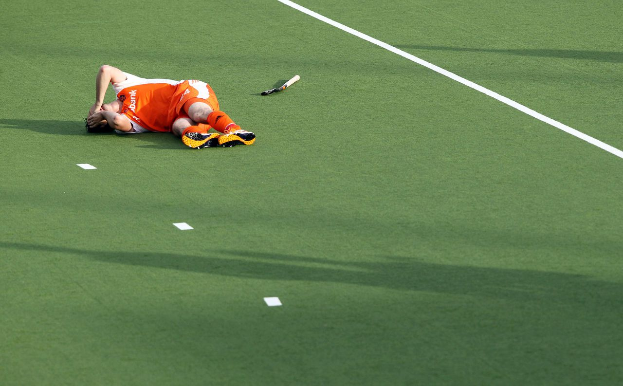 Robert Van Der Horst of the Netherlands is injured during a third round match between New Zealand and Netherlands at the men's hockey Champions Trophy in Auckland on December 6, 2011. New Zealand drew with the Netherlands 3-3. AFP PHOTO / Michael BRADLEY