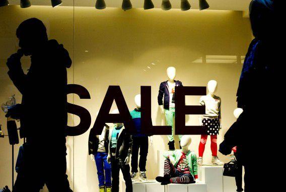 Uitverkoop bij een kledingwinkel op de Rotterdamse Lijnbaan begin dit jaar.