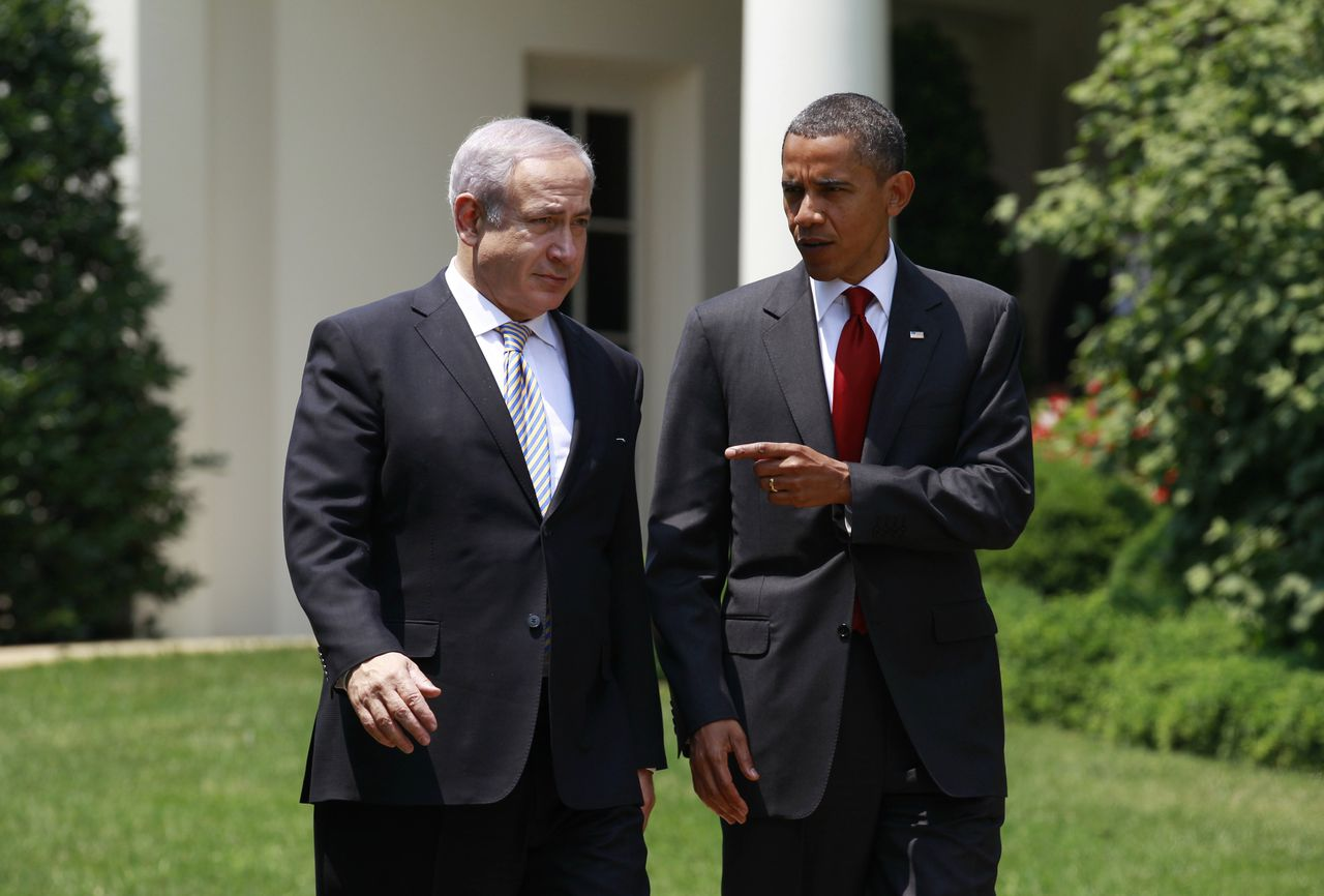 U.S. President Barack Obama and Israeli Prime Minister Benjamin Netanyahu walk along a path at the White House in Washington, July 6, 2010. Picture taken July 6, 2010. To match Insight ISRAEL-USA/IRAN REUTERS/Jim Young/Files (UNITED STATES - Tags: POLITICS)