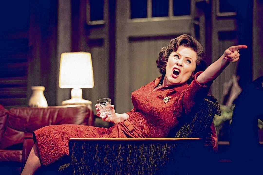 Imelda Staunton als Martha in 'Who's Afraid of Virginia Woolf'