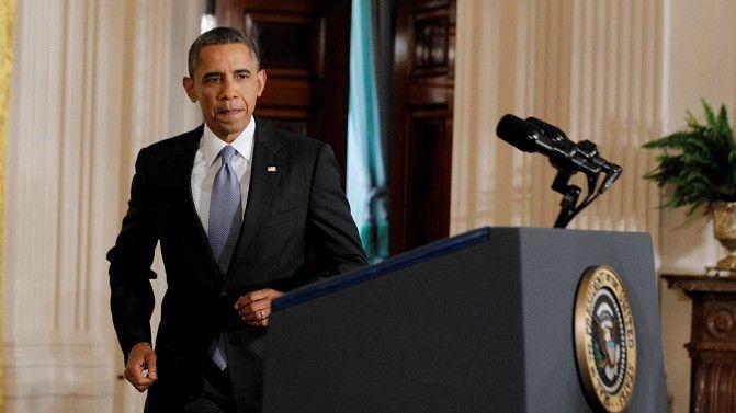 Barack Obama op weg naar zijn laatste persconferentie voordat hij op zomervakantie gaat.