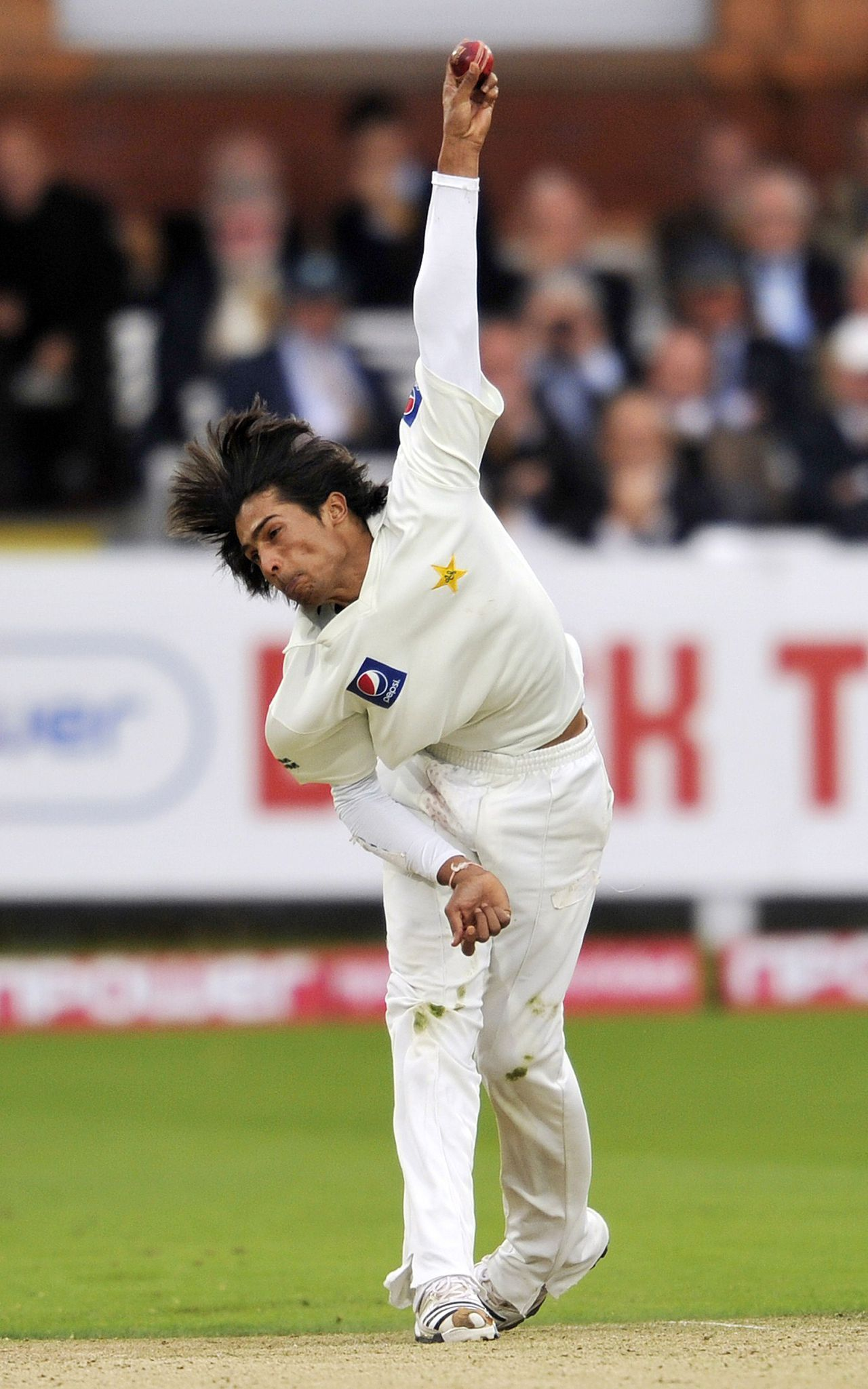Pakistan's Mohammad Amir bowls on the second day of the fourth NPower Test cricket match between England and Pakistan at Lord's Cricket Ground in London, England, on August 27, 2010. AFP PHOTO/GLYN KIRK