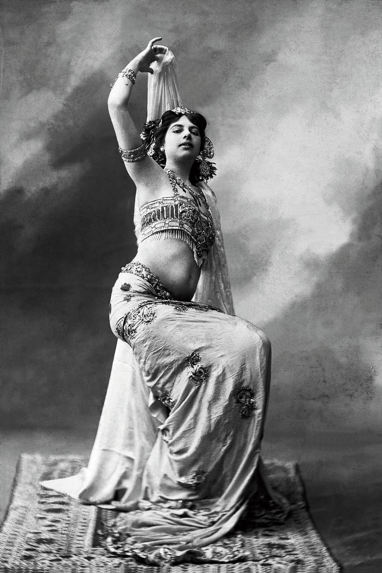 Als danseres Mata Hari bekoorde de Friezin Margaretha Zelle Parijs in 1905.