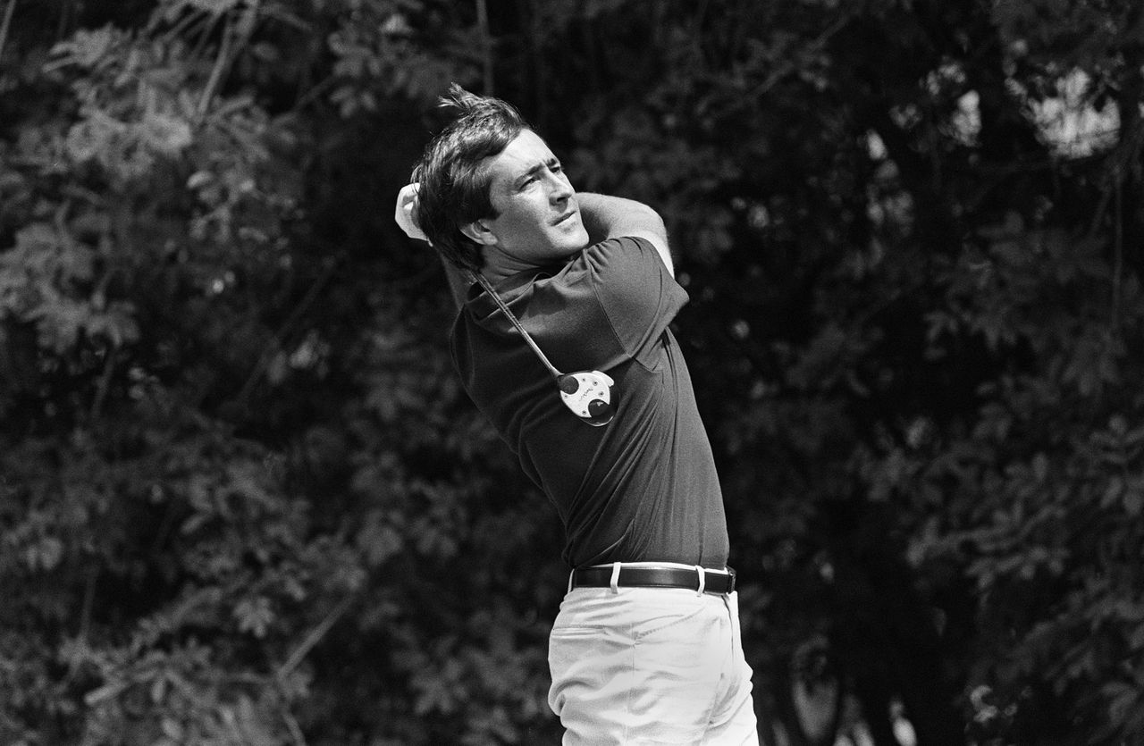 (FILES) Spanish golfer Severiano Ballesteros drives off during the French Open at the La Boulie Golf in Saint Cloud 05 July 1986. Spanish golf legend Ballesteros, who underwent surgery for a brain tumour three years ago, died on May 7, 2011 at his home in northern Spain, Spanish public television reported. AFP PHOTO