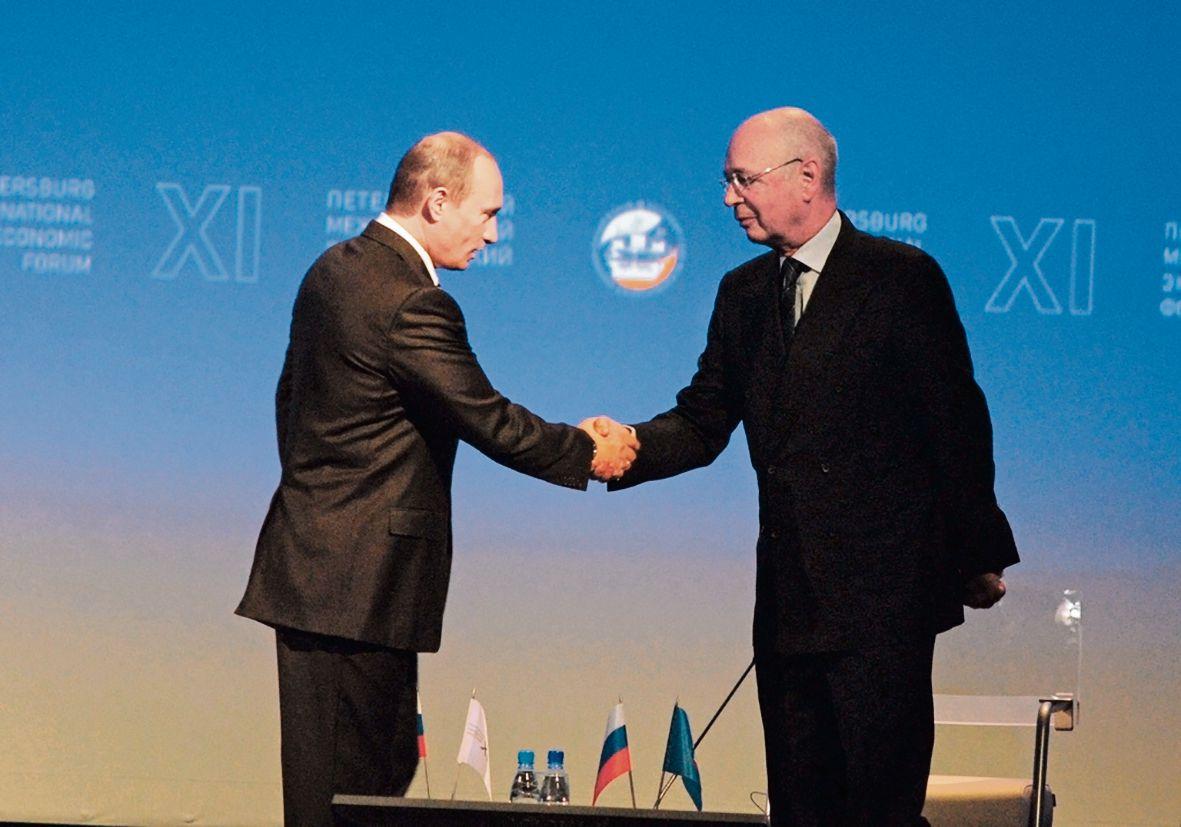 Klaus Schwab zegt bezorgd te zijn over de politiek die steeds nationalistischer wordt. Voormalige en huidige wereldleiders tutoyeren hem.
