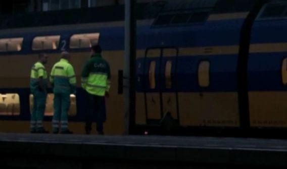 Medewerkers van de hulpdiensten op station Rotterdam-Zuid.