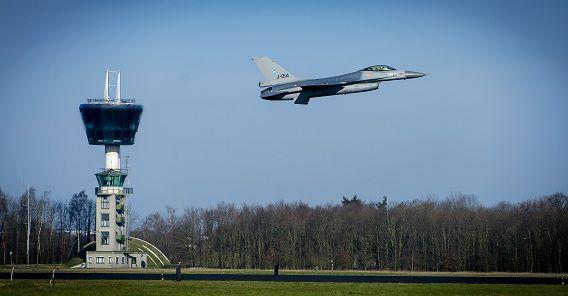 Een oefening van de Quick Reaction Alert F16's op vliegbasis Volkel ter voorbereiding op de afgelopen Nuclear Security Summit in Den Haag.
