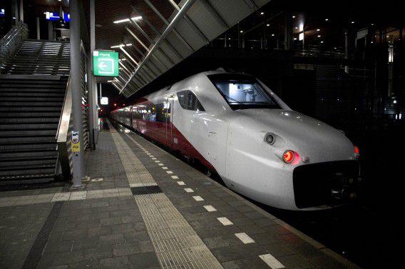 Een Fyra op het station van Maarssen. De NS lieten de problematische V250-toestellen rijden tussen Watergraafsmeer en Maarssen om roest te voorkomen.