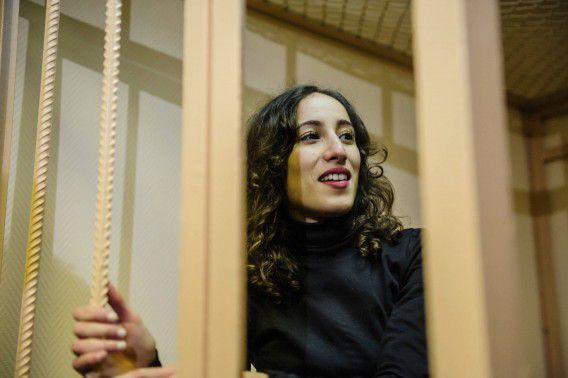 Greenpeace-activist Faiza Oulahsen hier nog in de rechtbank van Sint-Petersburg.