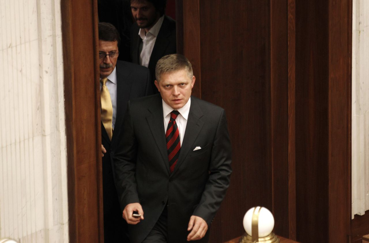 Former Slovak Prime Minister and chairman of the opposition SMER-Social Democracy party Robert Fico enters the Slovak Parliament session to vote on the euro zone rescue fund tied with Slovak government confidence vote in Bratislava October 11, 2011. REUTERS/Petr Josek (SLOVAKIA - Tags: POLITICS BUSINESS)