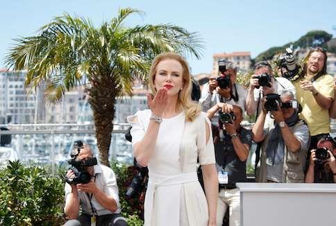 """De Australische actrice Nicole Kidman, die Grace Kelly speelt in de hoofdfilm """"Grace of Monaco"""" poseert op de rode loper in Cannes."""