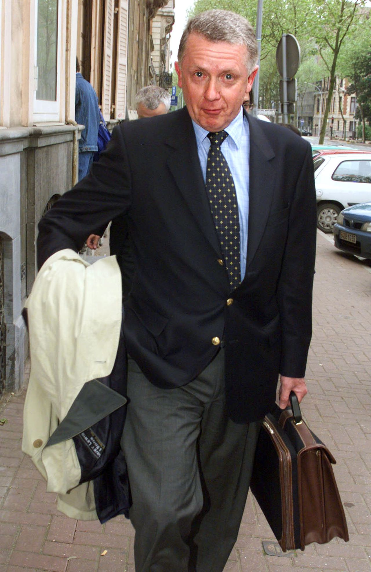 Hein Verbruggen in 1999 in Lille, voor een politieverhoor in de dopingzaak-Festina. Foto Reuters Hein Verbruggen president of the International Union of Cyclists, arrives at the detective division of the Lille police headquarters May 10. Verbruggen will be questioned by detectives in a renewed enquiry following the 1998 Tour de France cycle race doping scandal. JNA/