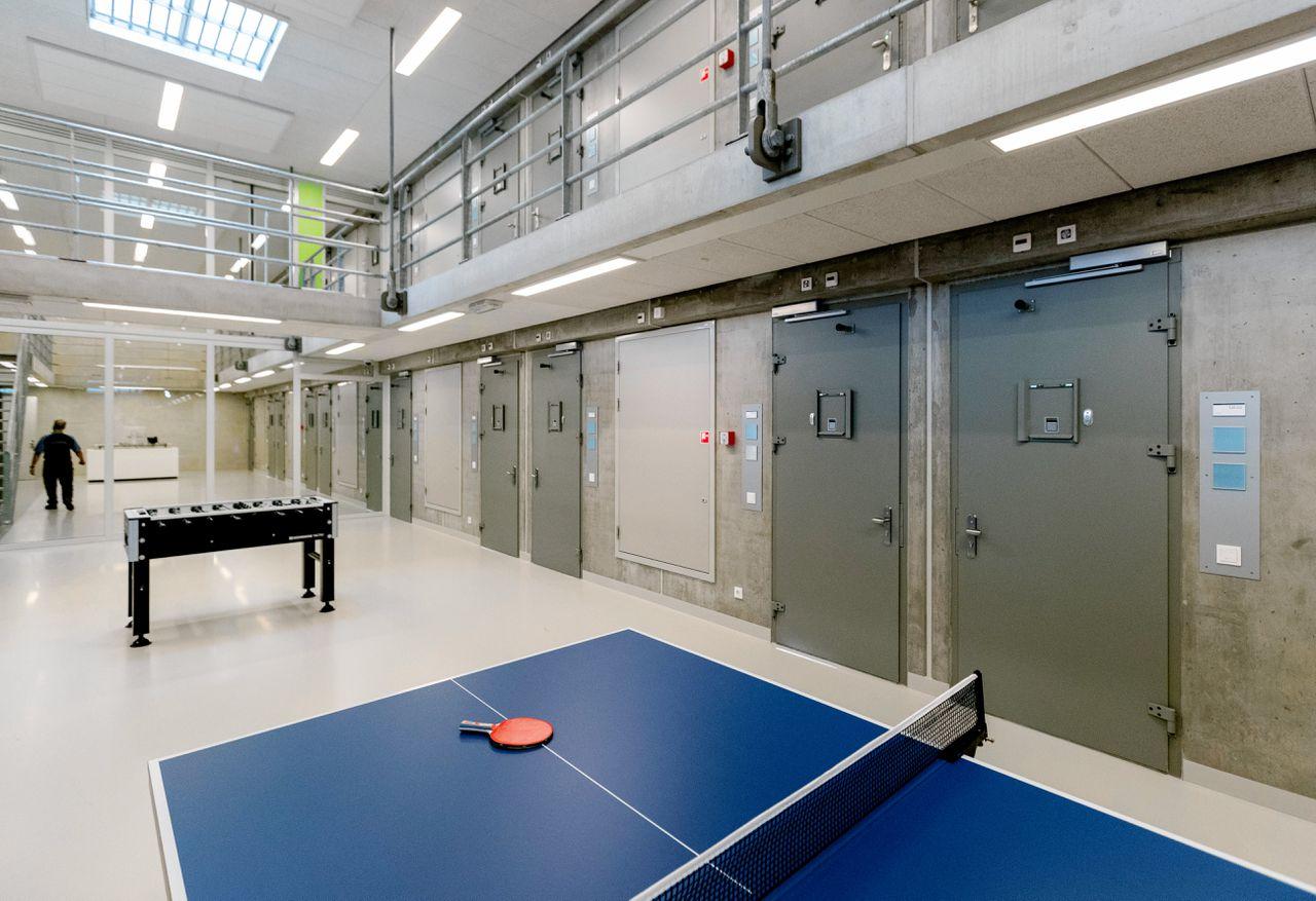 Het Justitieel Complex (JC) in Zaanstad heeft plek voor duizend gevangenen, onder wie ook gedetineerde psychiatrische patiënten.