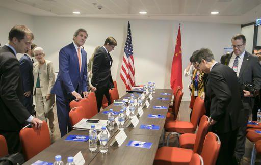 De Amerikaanse minister van Buitenlandse Zaken John Kerry begint aan een bilaterale ontmoeting met China tijdens een bijeenkomst over het Montrealprotocol in Rwanda.