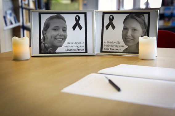 Condoleanceregister voor Kris en Lisanne in het gemeentehuis van Amersfoort.