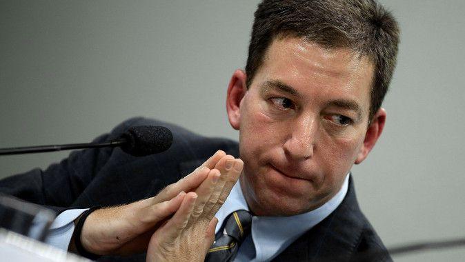 De Amerikaanse Guardian-journalist Glenn Greenwald getuigt voor een Braziliaanse congrescommissie over het afluisterprogramma van de NSA.
