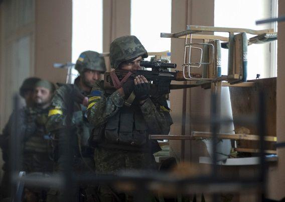 Oekraïense strijdkrachten in gevecht met pro-Russische rebellen.