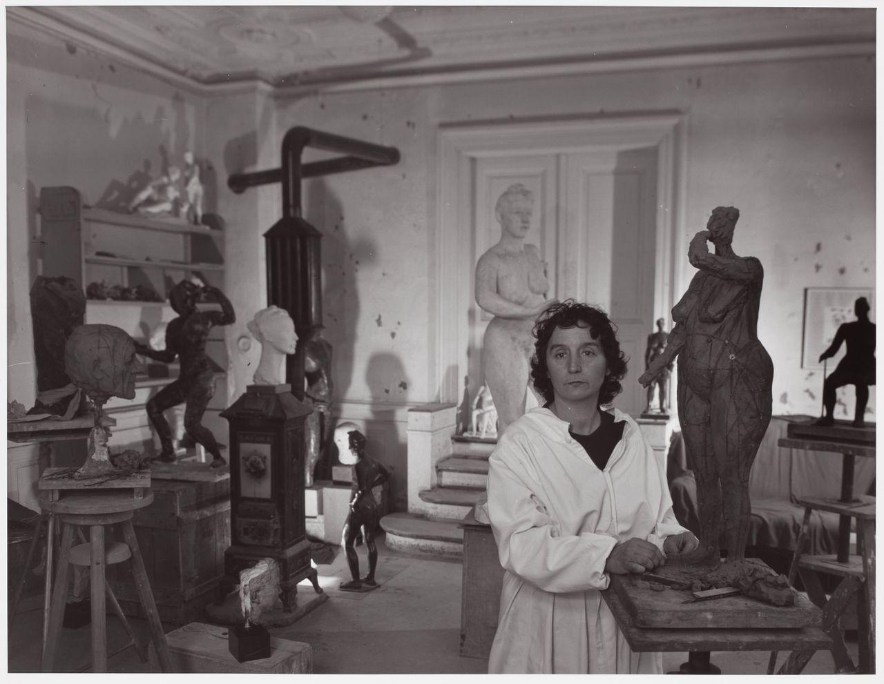 Germaine Richier in haar atelier in Zurich, 1944.
