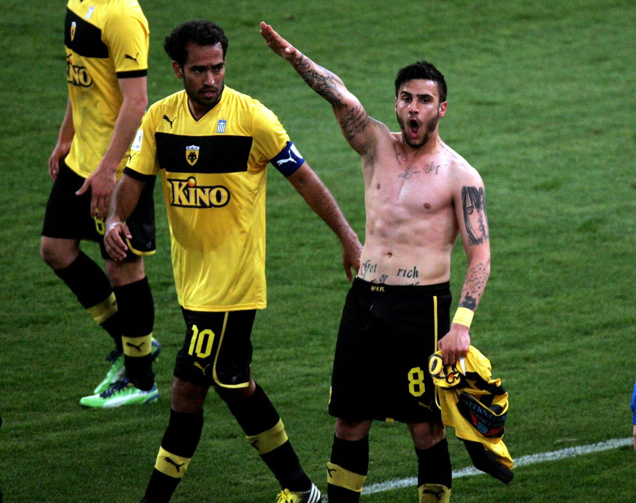This picture taken on March 16, 2013 shows Giorgos Katidis (R) celebrating a goal with a Nazi salute during a Greek Superleague football game in Athens. Katidis on March 17, was banned for life from playing for Greece for having given a Nazi salute during a game. The Greek football federation unanimously decided the sanction following an extraordinary general meeting. AFP PHOTO / STR