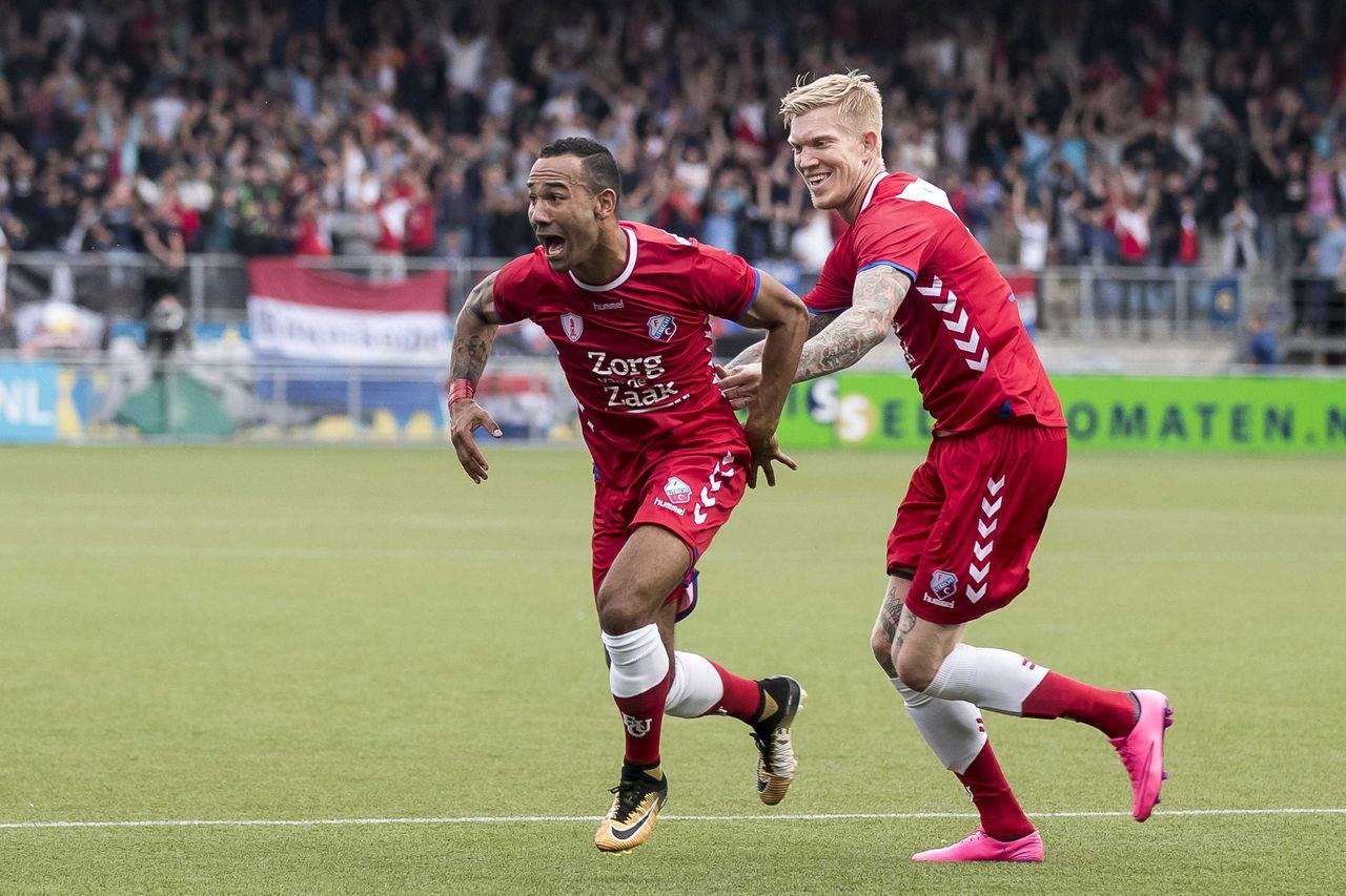 FC Utrecht viert de treffer van Sean Klaiber (links).