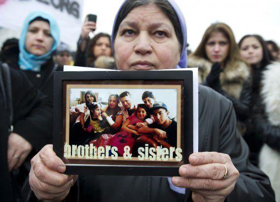 Turkse demonstranten vorige week in Lelystad die protesteren dat de Nederlandse jeugd Turks-Nederlandse kinderen plaatst bij homostellen of gezinnen met een andere religieuze achtergrond.