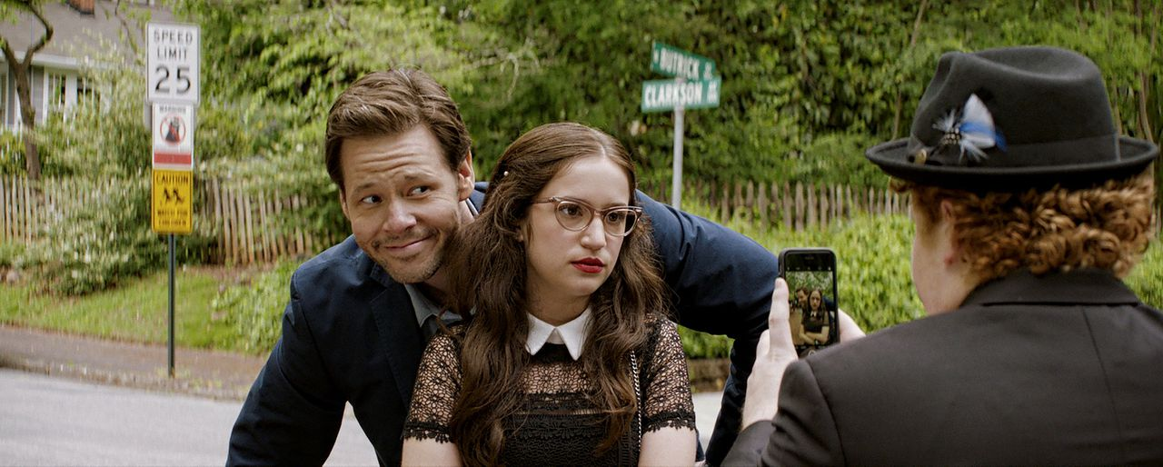 Ike Barinholtz en Gideon Adlon als Hunter en zijn dochter Sam in 'Blockers'.