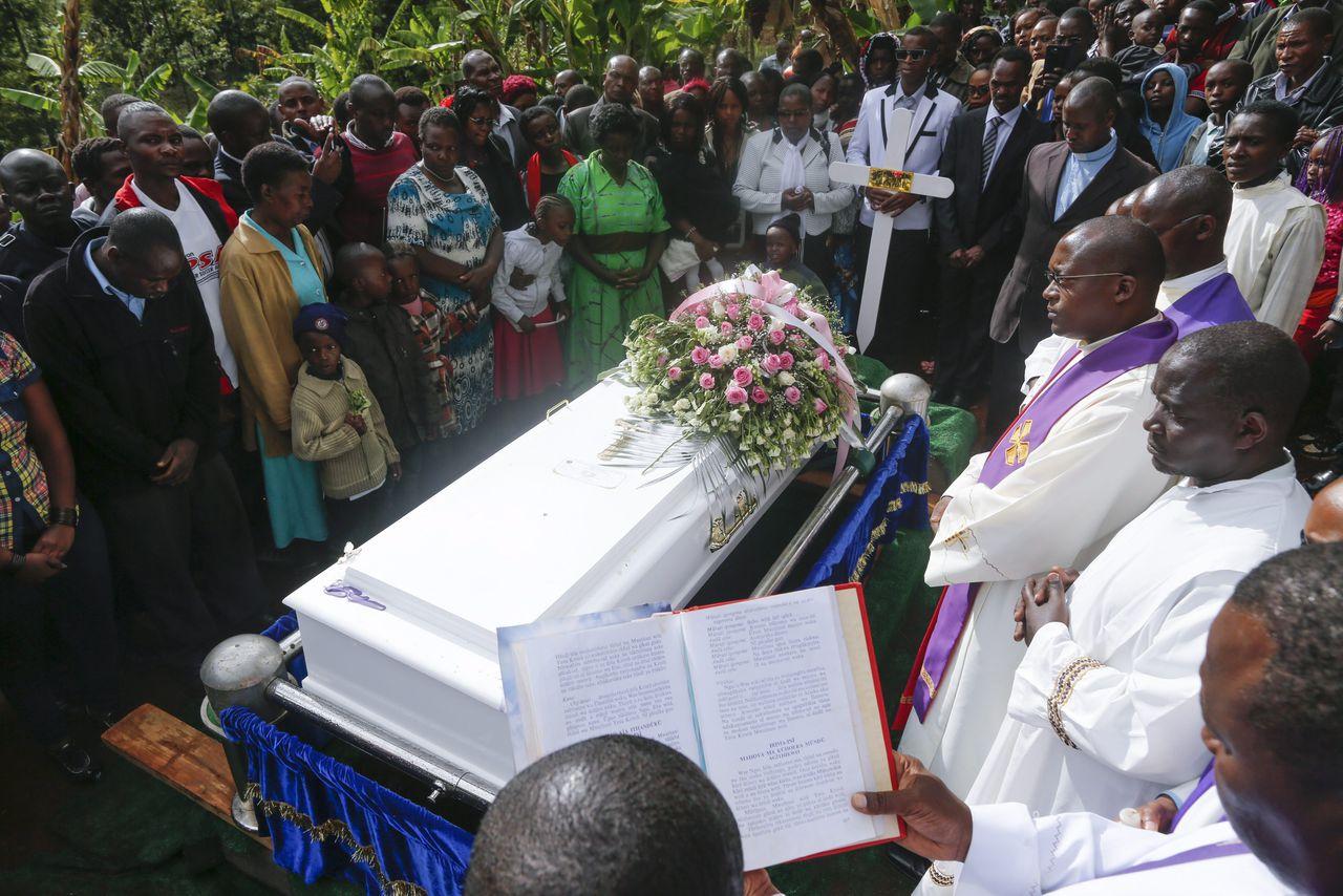 De begrafenisceremonie van een van de slachtoffers van de aanslag op het Garissa University College, vorige week.