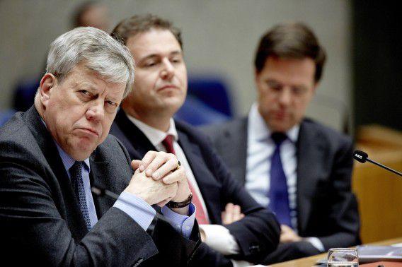 (VLNR) Minister van Veiligheid en Justitie Ivo Opstelten, minister van Sociale Zaken en Werkgelegenheid Lodewijk Asscher en premier Mark Rutte tijdens het debat in de Kamer.