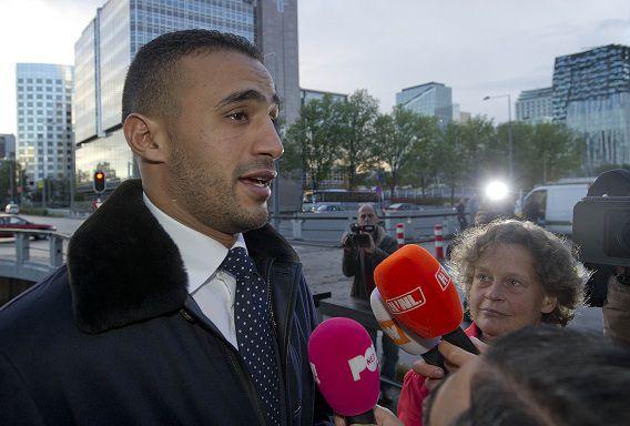 Kickbokser Badr Hari spreekt met de media.