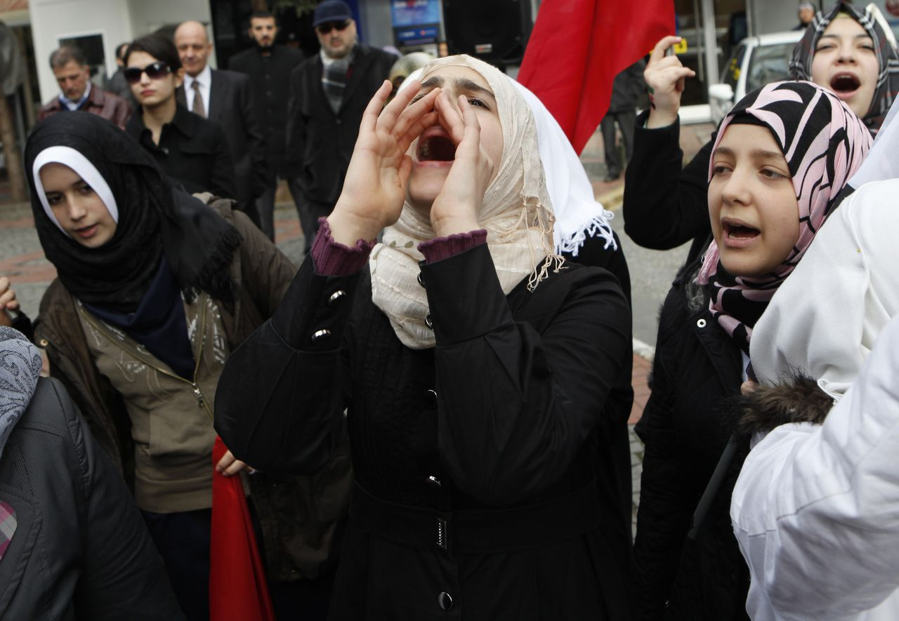 A Syrian living in Turkey shouts slogans as they protest against the government of Syria's President Bashar al-Assad after Friday prayers in front of the Syrian consulate November 18, 2011. REUTERS/Osman Orsal (TURKEY - Tags: POLITICS CIVIL UNREST)