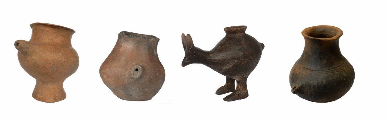 Enkele tuitbekertjes uit de late bronstijd uit Oostenrijk. De onderzochte bekertjes uit het onderzoek hebben meer weg van een kommetje.
