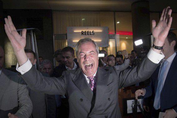 Nigel Farage, de leider van het eurosceptische UKIP, viert de uitslag van het Brexit-referendum in London,