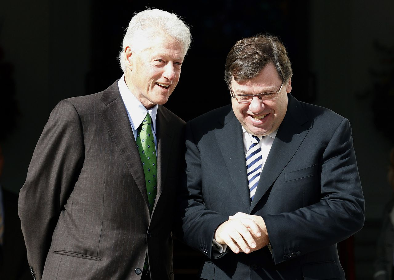 Irish Prime Minister Brian Cowen shares a joke with former U.S. President Bill Clinton on the steps of Government Buildings in Dublin October 1, 2010. A majority of voters want Irish Prime Minister Brian Cowen to step down from his post before the next general election, a poll showed on Friday, and new data showed the country's brief economic upturn weakening further. REUTERS/Cathal McNaughton (IRELAND - Tags: POLITICS)