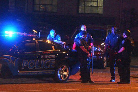 Agenten houden de wacht in St. Louis na de rellen rondom de dood van Michael Brown.