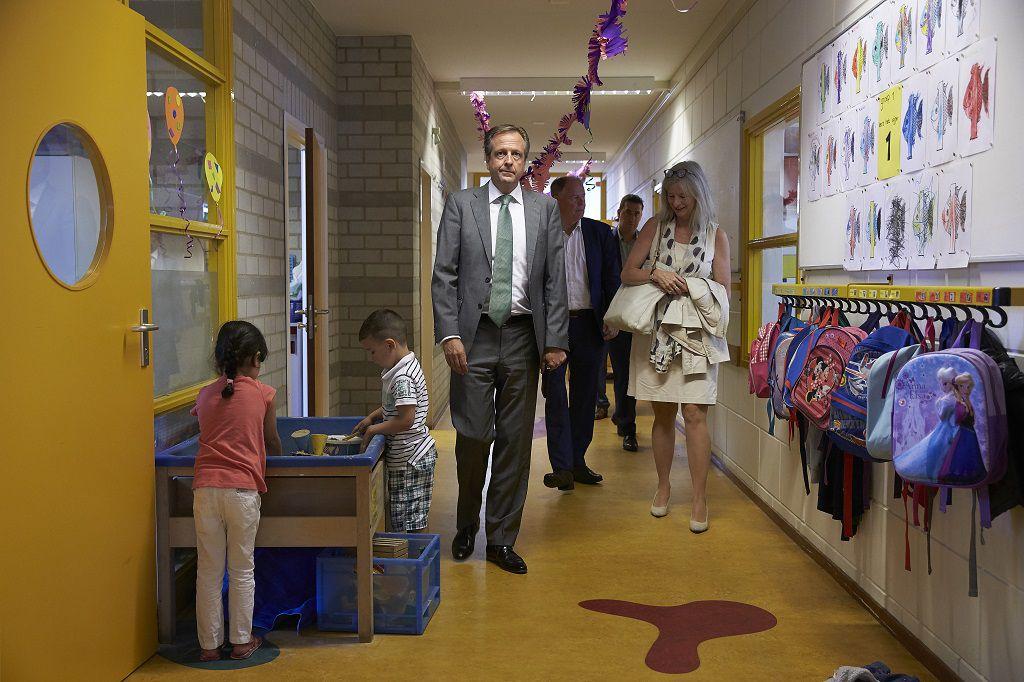 D66-leider Pechtold vrijdagochtend in de Haagse school waar hij het verkiezingsprogramma van zijn partij presenteerde.